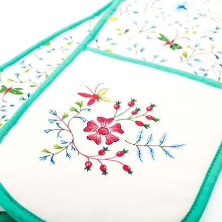 Embroidered oven mit.